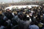 Pakistan in crisis as opposition leader buried