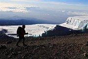 Mountain climbers help disabled children