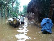 Floods breach Pakistan borders, spread to India