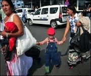 France deports more Roma despite critics