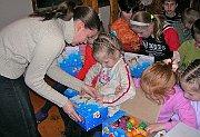 Russian children await New Testaments