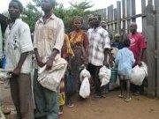 Ivory Coast volatile, hundreds of thousands flee