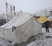 Earthquake victims suffer below-freezing weather without shelter