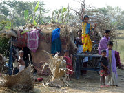 Cyclone Mahasen drives families to shelters