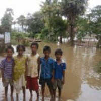 India Partners sends help to trapped flood victims by boat