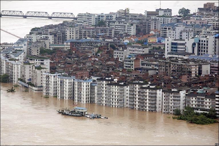Floods, landslides bury victims in China