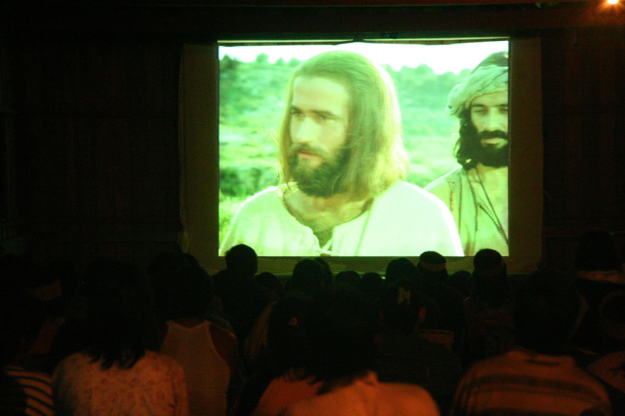 "Hundreds respond to ""JESUS"" film in Congo"