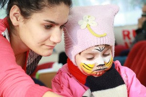 Mom and daughter do crafts at the Fun Zone in Sochi (photo by Greg Yoder)