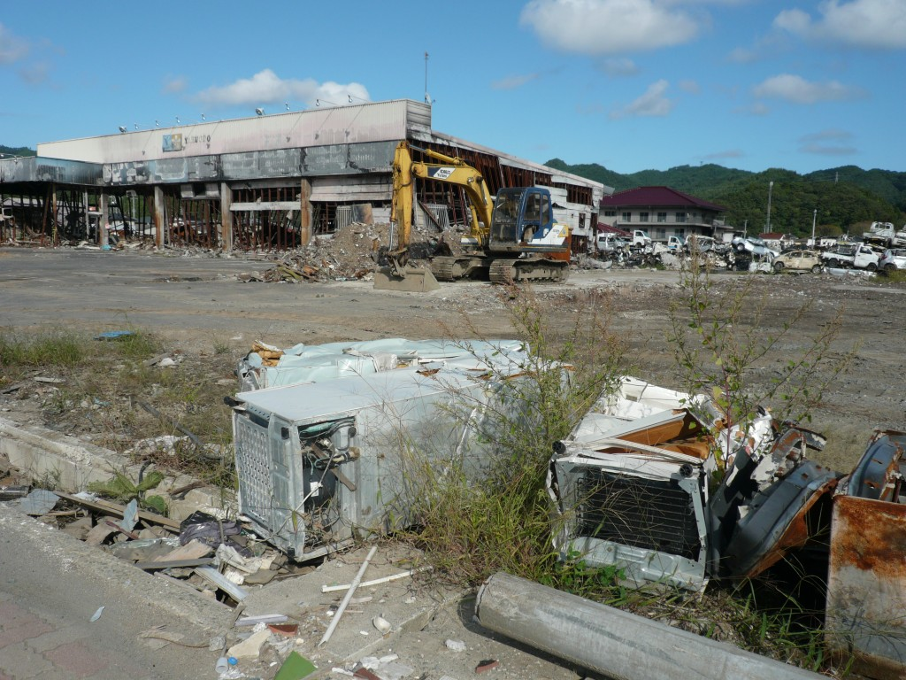 Damage left by the 2011 tsunami. (Photo cred: Tamaki Seto via Wikimedia Commons)