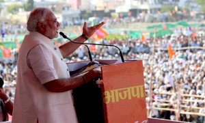 Narendra Modi addressing crowd.  (Image taken from Narendra Modi's personal feed on Flickr)