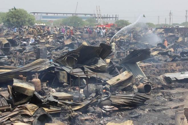 Delhi slum fire consumes hundreds of homes