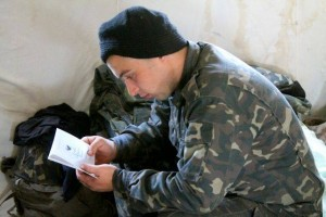 Ukrainian troops read Scripture.
