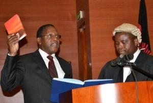 Lazarus Chakwera taking oath of office as Leader of Opposition.  (Photo cred: Chakwera.com)