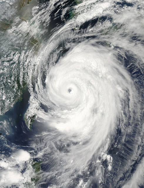 Typhoon pounds Japanese Islands