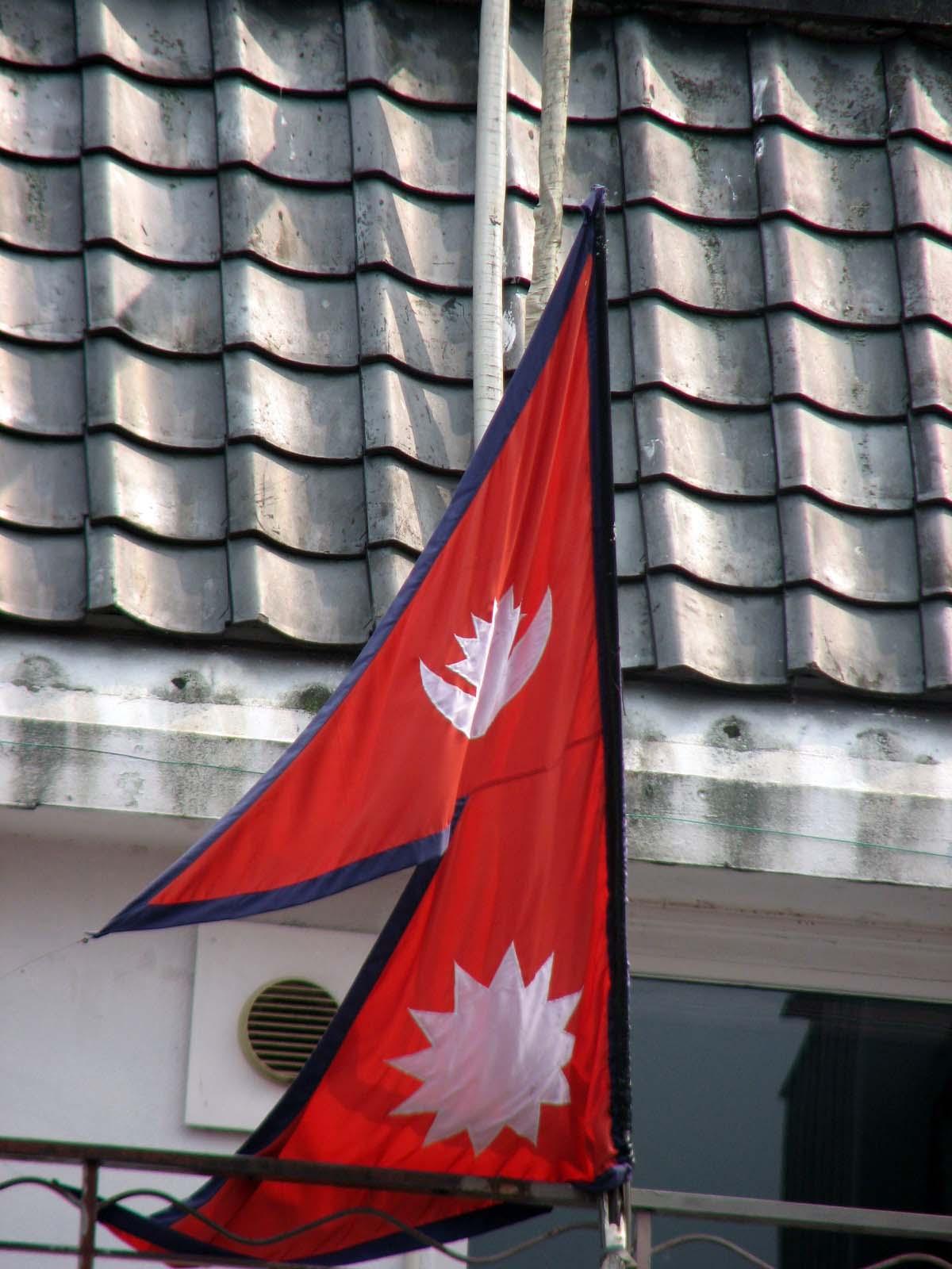 India blockades Nepal; fuel shortages bite into constitution crisis