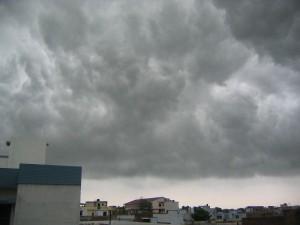 Monsoon clouds over Lucknow, Uttar Pradesh.  (Photo cred: Sunnyoraish via Wikimedia Commons)