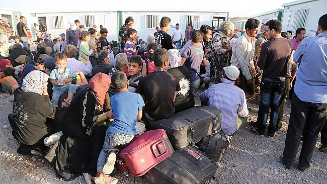 Syrian refugees fleeing ISIS, airstrikes