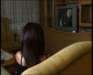Iranian-woman-watching-PARS-ICB