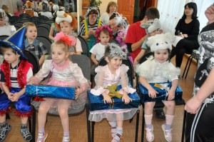 Children in Irkutsk, Russia receive Gift of Hope boxes (2013).