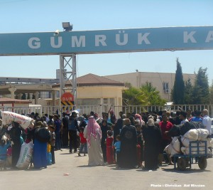 Syrian refugees arrive at Turkish border town of Akcakale.  (Image, caption courtesy Christian Aid Mission)
