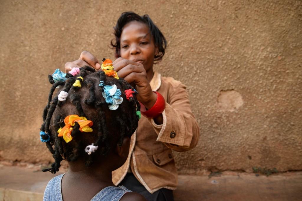 CMP_aunt doing precious hair