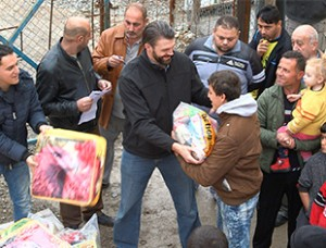 Distributing aid to refugees. (Photo courtesy VOM USA)
