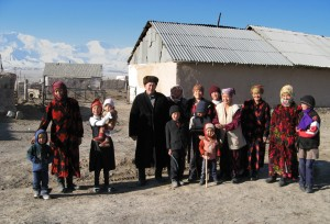 Representative photo. Kyrgyz family in the village of Sary-Mogol, Osh province (Wikipedia)