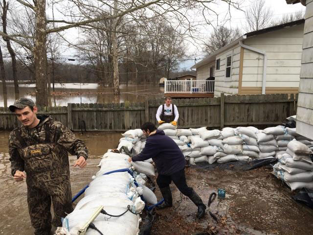 Cleanup begins in some areas of Mississippi River flooding; others wait