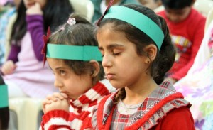 Refugee-Children-praying-for-JOY-this-Christmas2-cropped-600x365