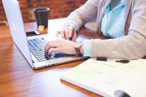 student-laptop-woman-notes-pixabay