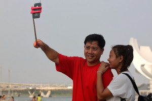 phone-smartphone-man-woman-selfie-cellphone-technology-stick-pixabay