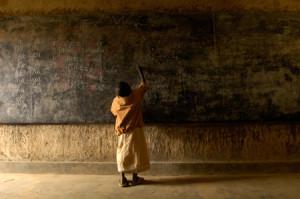 rwanda-child-at-chalkboard_M