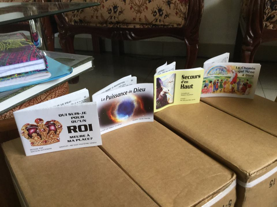 Missionary distributes Scripture booklets, humanitarian aid in Uganda