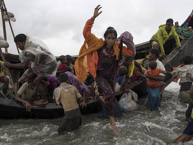 large image of Myanmar refugees fleeing by boat for Bangladesh courtesy of Jordi Bernabeu Farrús via Flickr: https://goo.gl/daSWrS