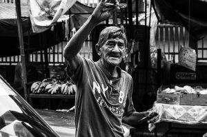 Man selling razors via Pixabay.