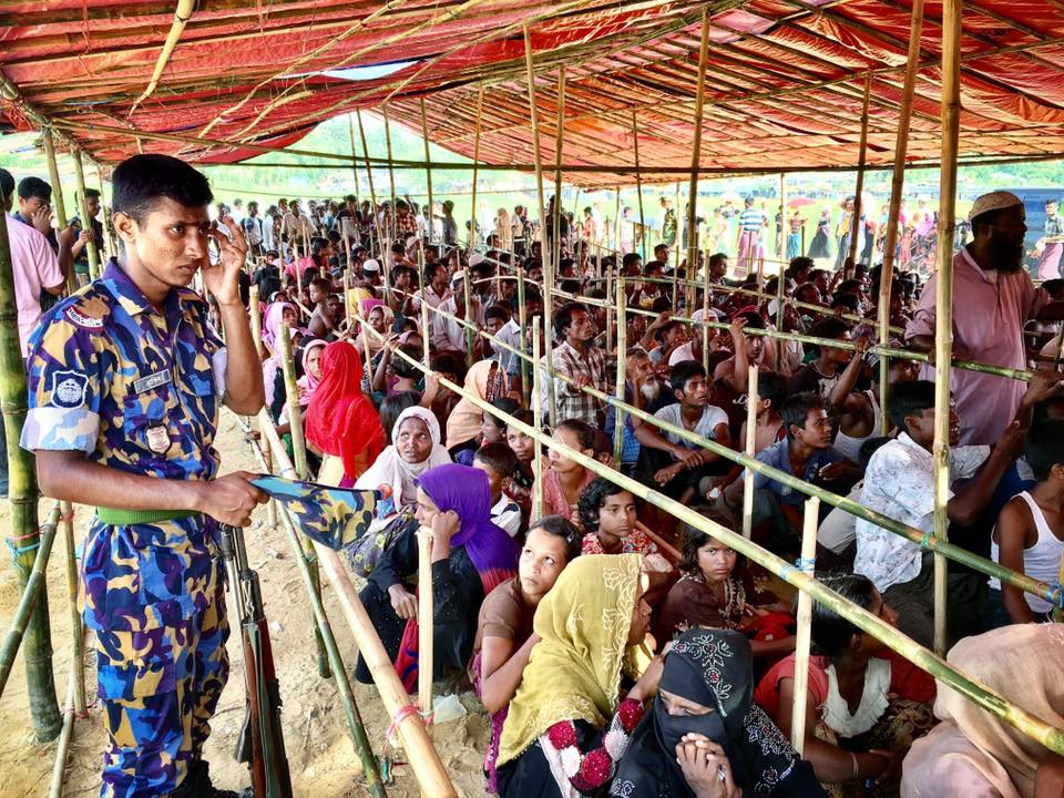 Rohingya refugees flooding into Bangladesh