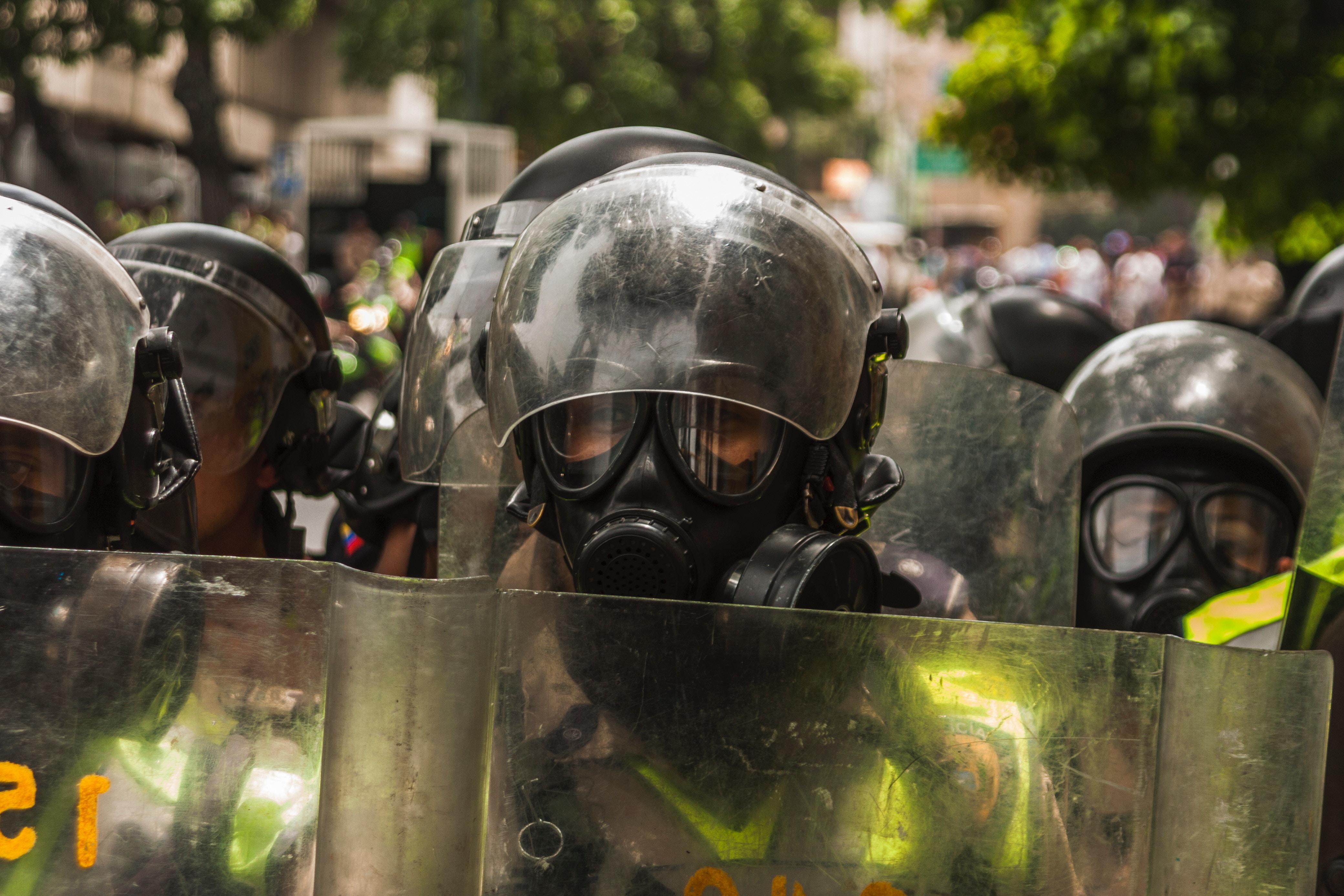 Venezuelan protestors attacked as supplies decline