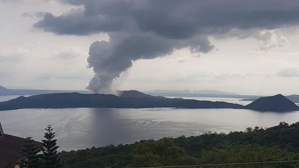 "Filipino Taal Volcano could erupt ""in hours or days"""
