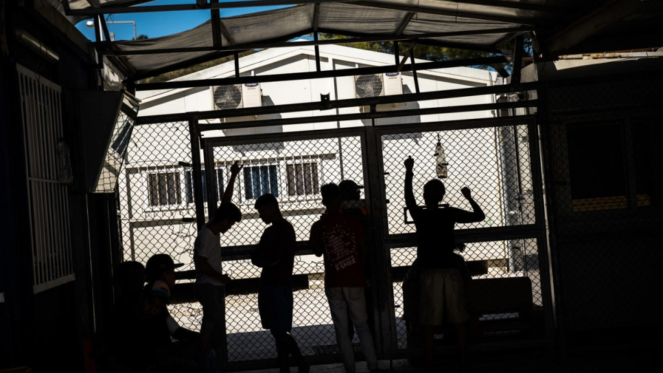 Refugee crisis builds in Greece