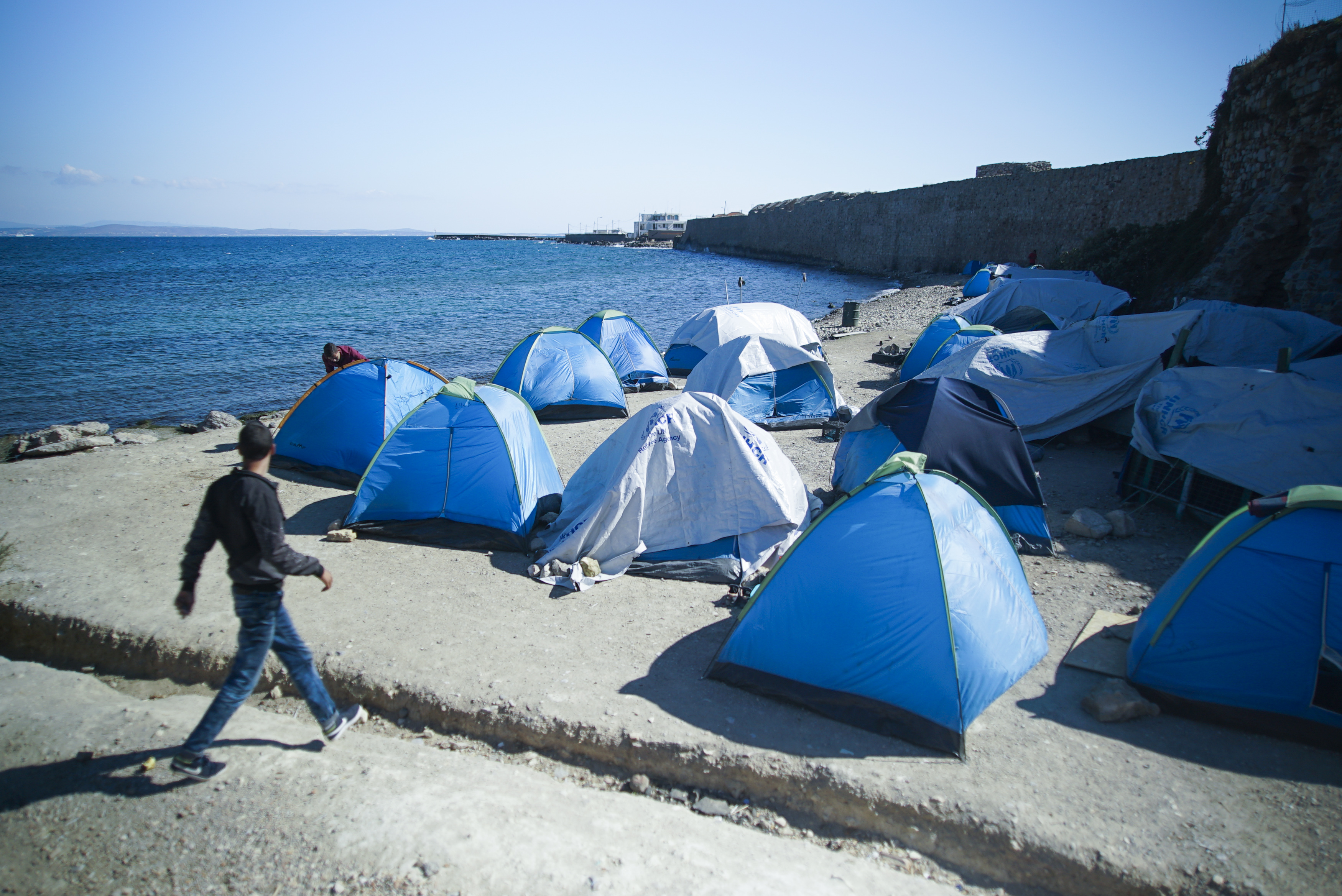 Greece halts construction on new refugee camps