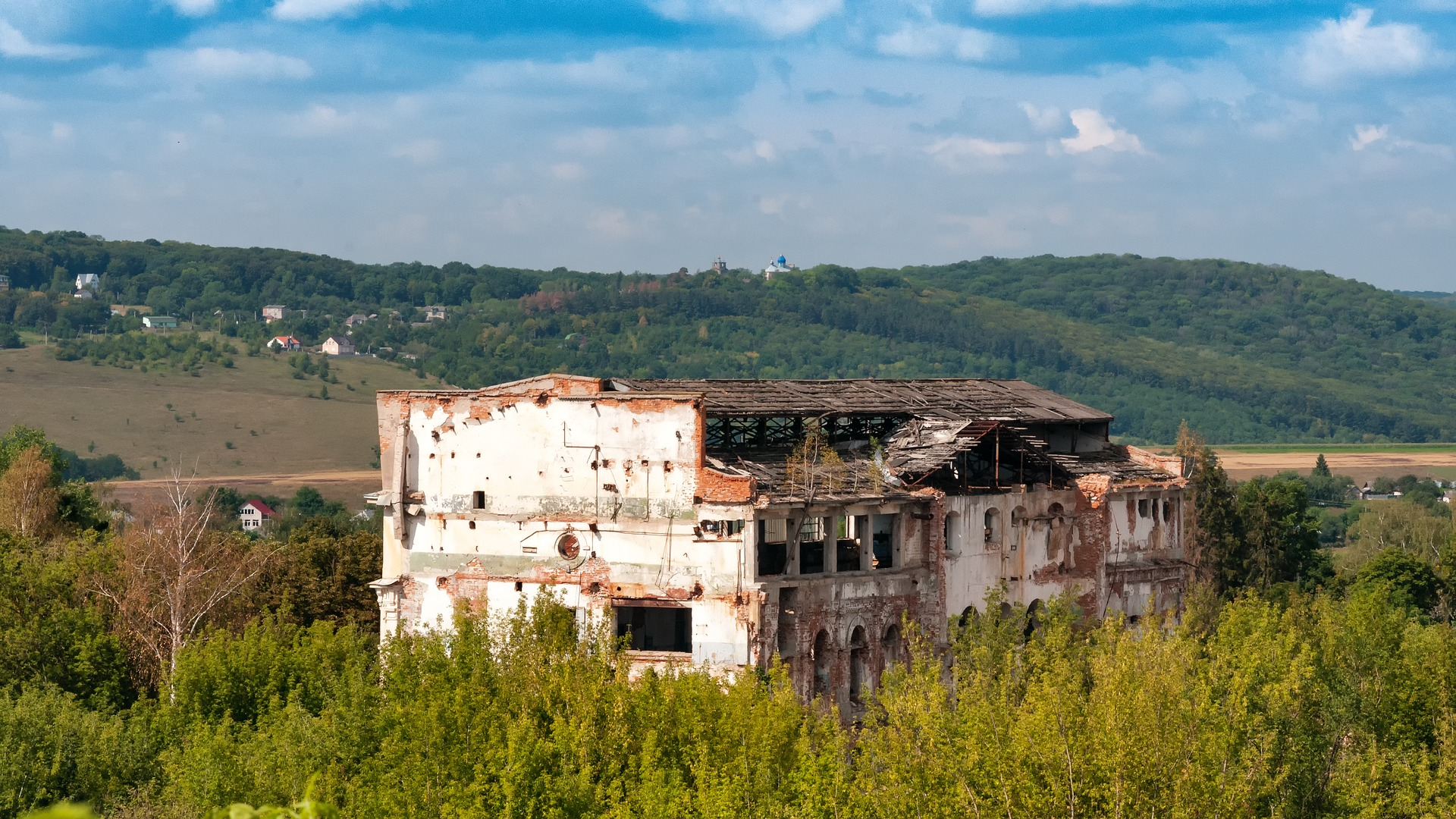 War-torn Ukraine struggles under COVID-19