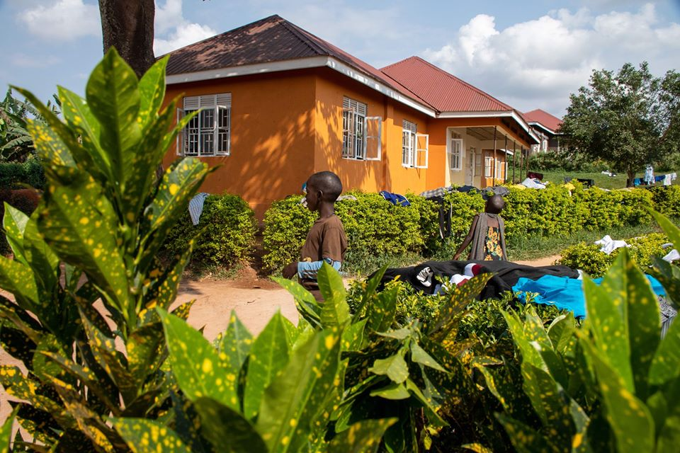 Uganda opens its border to refugees