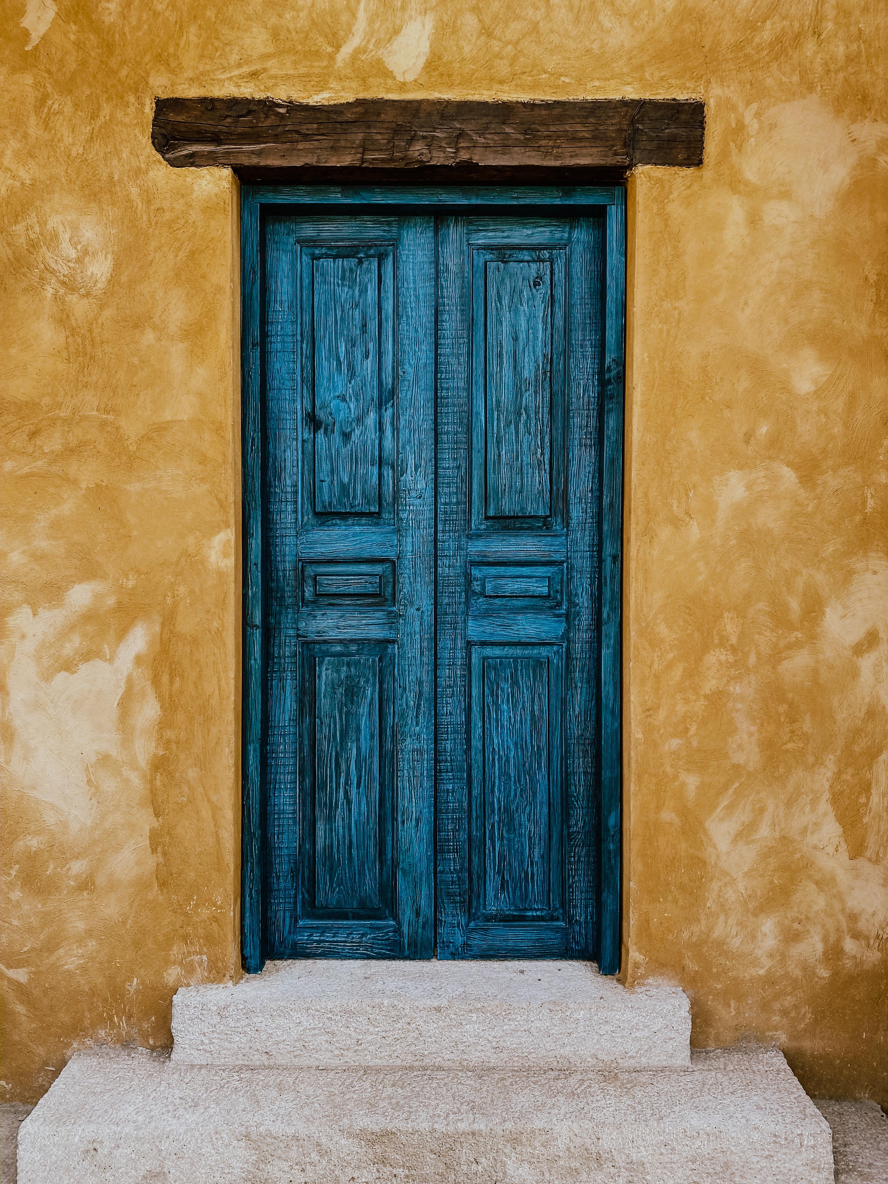 door, unsplash