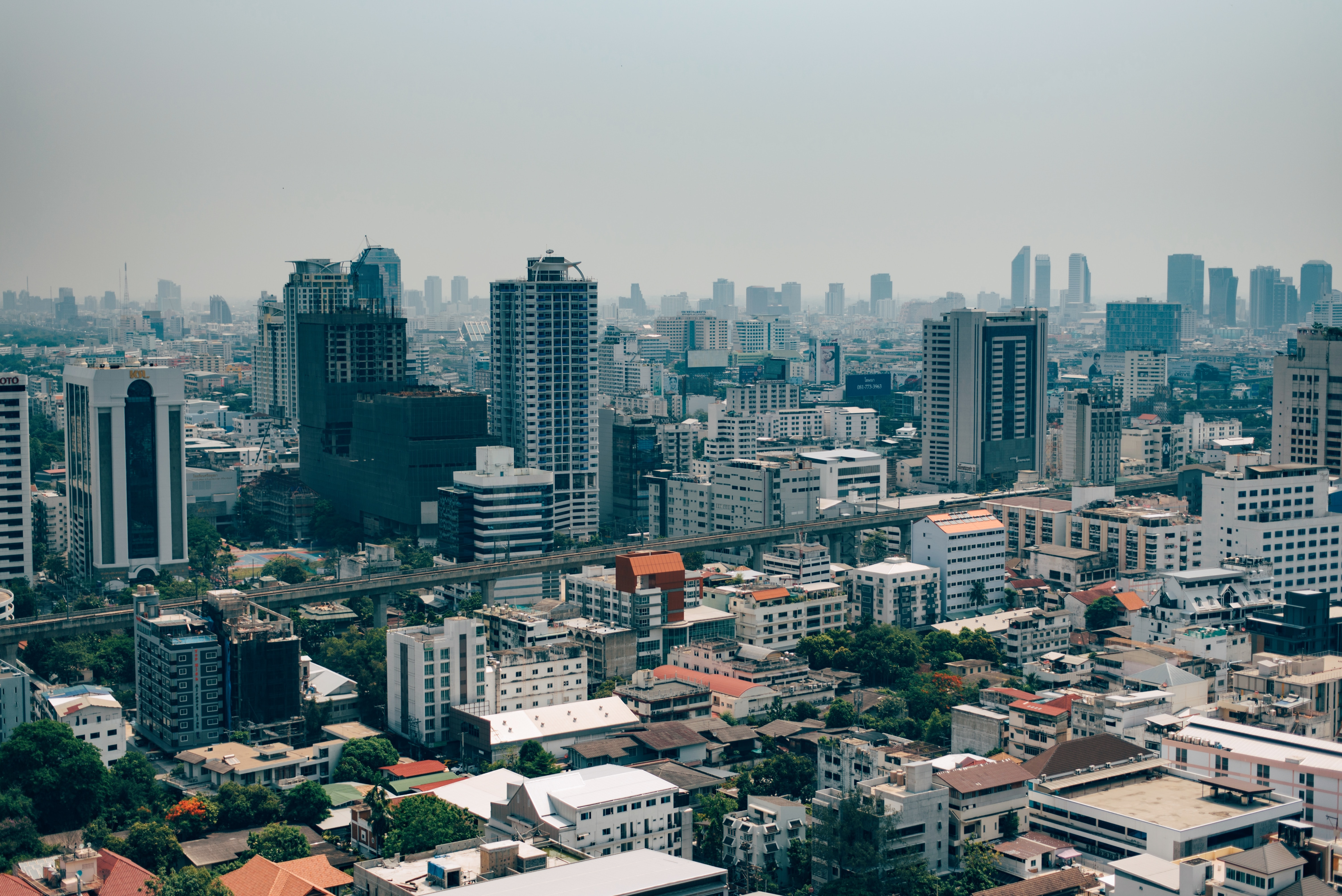 Amidst economic plunge, Thai Christians distributing aid and Scripture