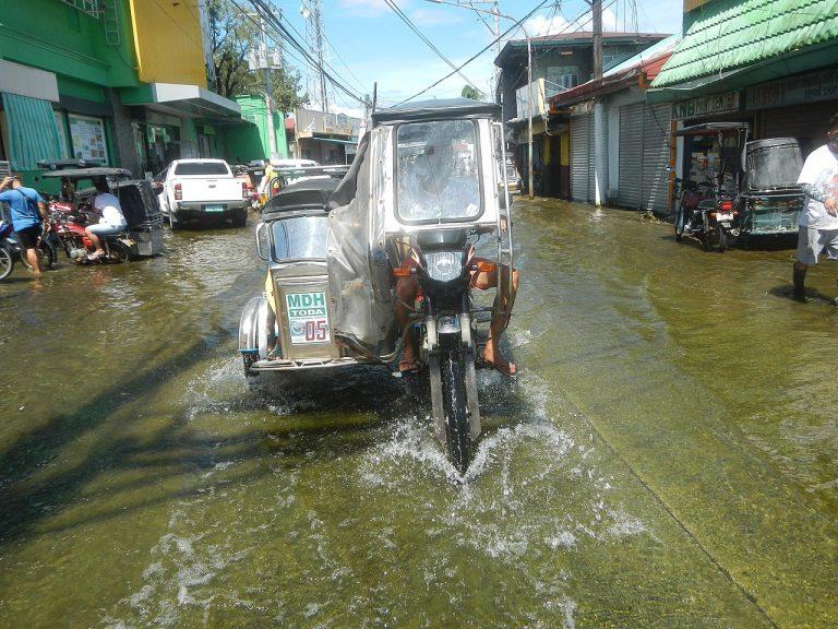 Effects_floods_of_Typhoon_Goni_in_Santa_Rita_San_Nicolas_Poblacion_Macabebe_36-768x576.jpg
