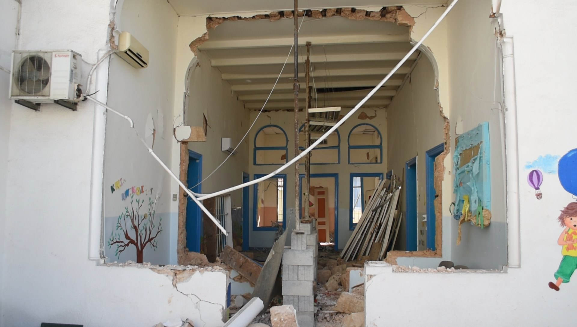 LSESD helps schools damaged by Beirut explosion