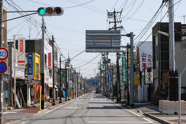 small town in Japan abandoned after the triple disaster. (Photo courtesy of Wikimedia Commons, Public Domain)